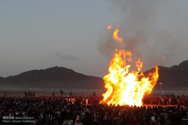 آیین باستانی جشن سده در یزد برگزار شد+فیلم