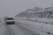 گردنه علی آباد تفت بعلت بارش برف مسدود شد