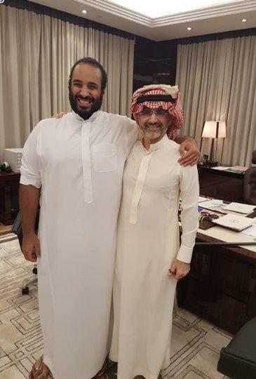 دیدار شاهزاده میلیاردر سعودی با بن سلمان پس از آزادی + عکس