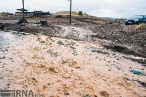 سیل جاده های پنج روستای گناباد را مسدود کرد
