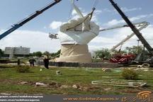 """نصب بزرگترین و بلندترین """" المان """" معلم کشور در یاسوج"""