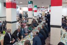 خانواده شهدا افطار مهمان امام جمعه زاهدان بودند