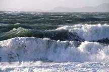 شناورهای سبک و صیادی از رفتن به دریا خودداری کنند