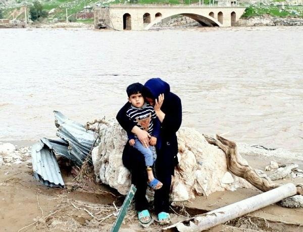 ستاد اجرایی فرمان حضرت امام(ره) در کنار سیلزدگان خوزستان
