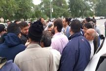 کارگر معترض شهردار آبادان را با بنزین تهدید کرد