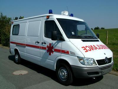 مصدوم حادثه ریزش آوار ساختمان گیشا به بیمارستان منتقل شد