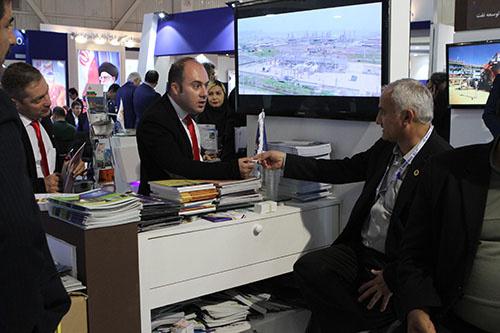 استقبال بازدید کنندگان از غرفه مناطق نفتخیز جنوب در نمایشگاه بین المللی تهران