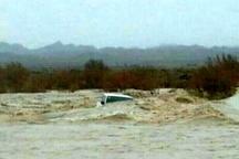 تخریب کامل پل روستای پران پرویز در پی سیل پلدختر   آمد وشد مردم روستای ابراهیم آباد  با بند از رودخانه کشکان   هزینه گذر از  رودخانه قطع سر انگشتان دست است