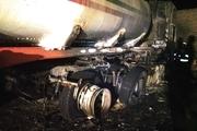 مهار آتشسوزی دو تانکر حامل سوخت بنزین در گاراژی در جاده