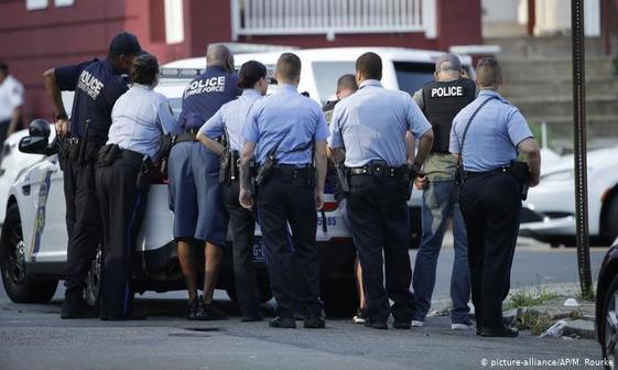 باز هم تیراندازی در آمریکا؛مقاومت 8ساعته یک فرد مسلح در برابر پلیس در فیلادلفیا+تصاویر
