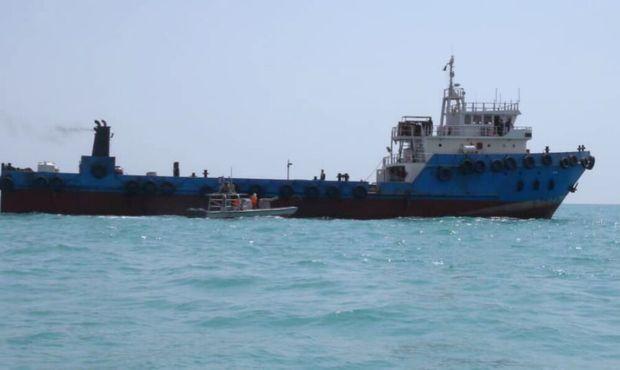 بیش از ۳۰۰ هزار لیتر سوخت قاچاق در آب های خلیج فارس کشف شد