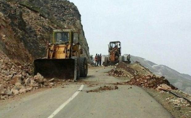 سیلاب مسیر ارتباطی 30 روستای عنبرآباد را مسدود کرد