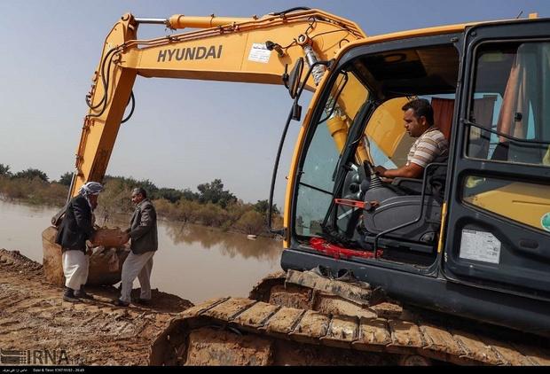 ماشین آلات راه و شهرسازی در حاشیه رودخانه دز مستقر شدند
