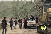 انتقال کمکهای مردمی به روستاهای سیل زده لرستان با پای پیاده