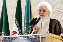 امام جمعه شیراز: همه باید به اجرای قانون متعهد و ملتزم باشند