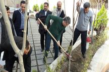 بقایی هنگام درختکاری مشترک با احمدینژاد و مشایی: یک نفر باید فدا شود