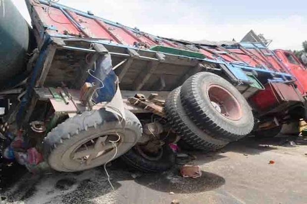 واژگونی کامیون در محور بوکان - میاندوآب 2 مصدوم بر جا گذاشت