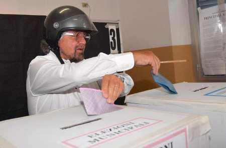 نتیجه انتخابات محلی ایتالیا به پایان نظام سه قطبی منجر شد