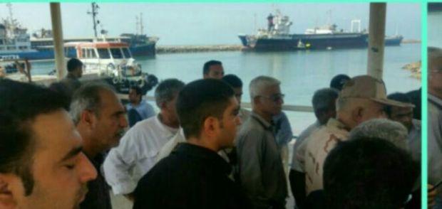 تردد دریایی مسافران گناوه به خارگ از سر گرفته شد