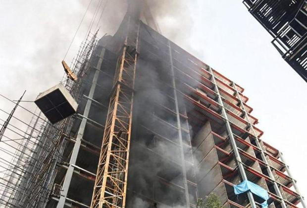 مهار آتش سوزی برج 14 طبقه در حال ساخت شمال تهران