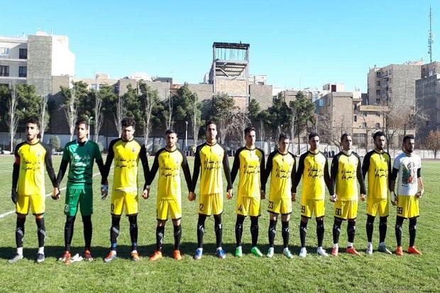 تیم فوتبال 90 ارومیه بادران را در تهران متوقف کرد