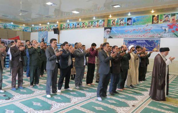 برپایی نماز در نظام اداری باید از حالت دستوری خارج شود