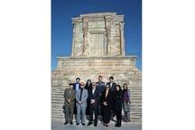 نماینده یونیسف در ایران از آرامگاه فردوسی دیدن کرد