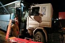 تصادف اتوبوس و کامیون در آزادراه قم- کاشان هفت مصدوم داشت