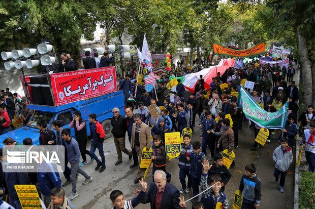 شکوه حضور دانشآموزان شهرستانهای استان تهران در راهپیمایی ۱۳ آبان