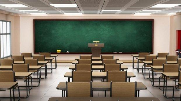 پخش فیلم «سیاحت غرب» در یک مدرسه