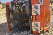 واژگونی اتوبوس شیراز در محور همدان ۲ کشته و ۲ مصدوم بر جای گذاشت