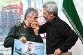 بوسه فرمانده کل سپاه بر دستان پدر شهید محسن حججی + تصویر