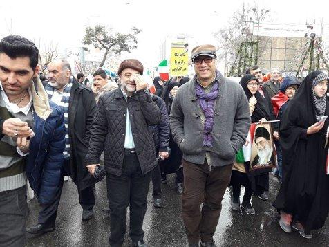 رضا میرکریمی در میان راهپیمایان ۲۲ بهمن+ عکس