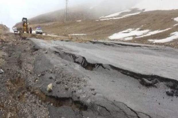 رانش زمین 30 میلیارد ریال خسارت به راه های مهاباد وارد کرد