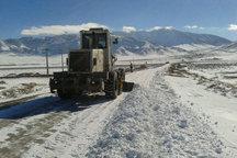 بارش برف راه دسترسی 100 روستای بروجرد را مسدود کرد