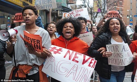 اعتراضات سراسری دانش آموزان آمریکایی به خشونت مسلحانه+ تصاویر