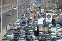واژگونی کامیون در بار چوب درآزادراه کرج -قزوین سبب ترافیک سنگین شد