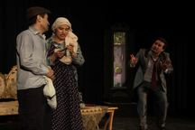 اجرای نمایش 'دزمان هه یه تا دز' در مهاباد آغاز شد