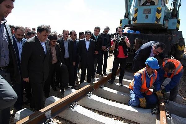 آغاز عملیات ریلگذاری خط راهآهن همدان - سنندج