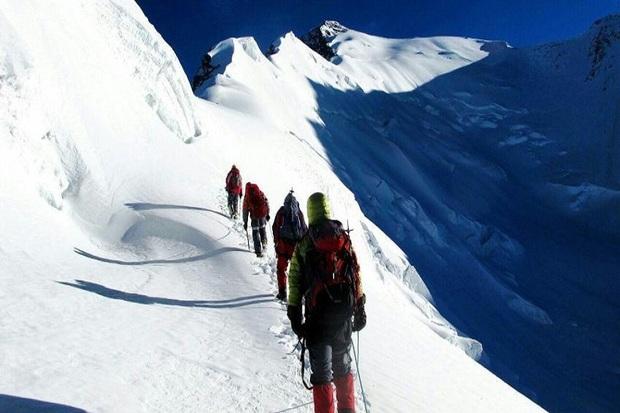 کوهنوردان تکابی به ارتفاع 3000 متری بلقیس صعود کردند