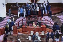 درگیری فیزیکی  نمایندگان افغانستان بر سر انتخاب رئیس پارلمان