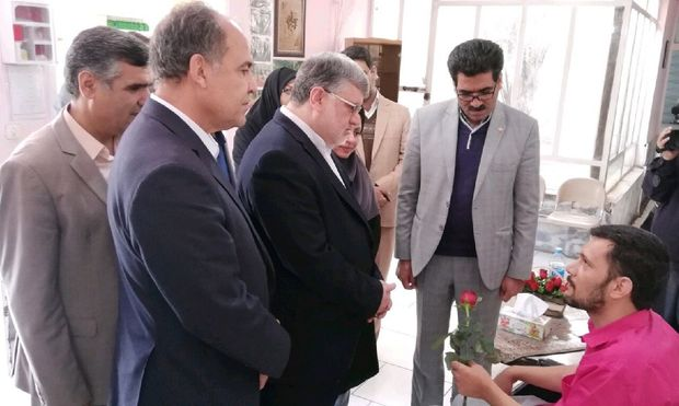 استاندار خراسان جنوبی از مرکز توانبخشی معلولان بازدید کرد