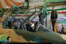 روحانی در کابین جت جنگی + تصویر