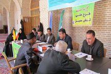 میز خدمت شرکت برق در حاشیه نماز جمعه قزوین برپا شد