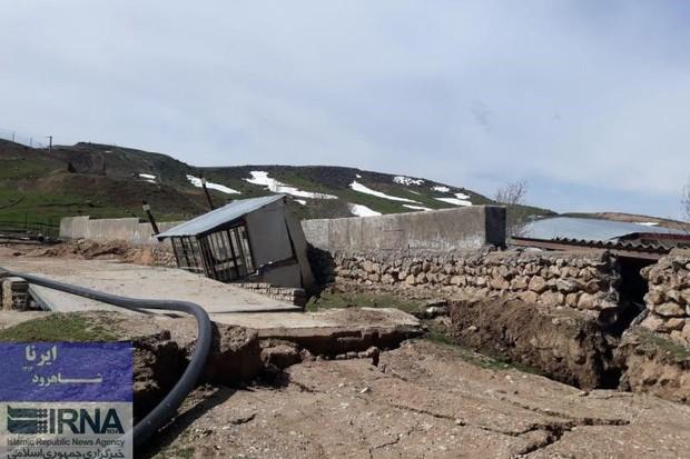 304خانه درحسین آبادکالپوش تخریبی است