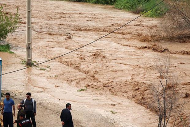 خسارت سیلاب به کشاورزی و راه های کمیجان350 میلیارد ریال  است