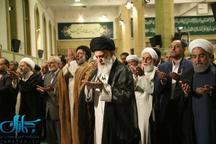 حضور ناطق نوری و سید هادی خامنه ای در صف اول نماز به امامت رهبر معظم انقلاب+عکس