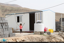 کمبود سرویس بهداشتی در مناطق زلزلهزده کرمانشاه و خطر طغیان بیماریهای واگیر در فصل گرما