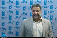 فلاحتپیشه: هنوز مردم در کرمانشاه کانکس ندارند/ بانکها پیامک دیرکرد وام میفرستند