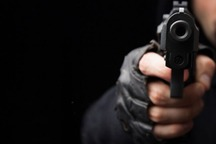 درگیری و تیراندازی دو دستفروش در زرقان